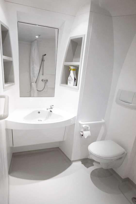 Проапгрейденный туалет в Boeing-747 Jumbohostel