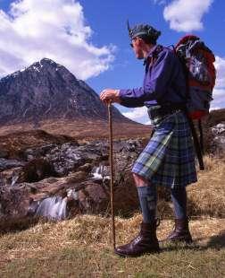 Шотландец в юбке в долине Гленко