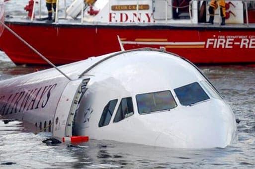 Правила эвакуации при посадке самолета на воду