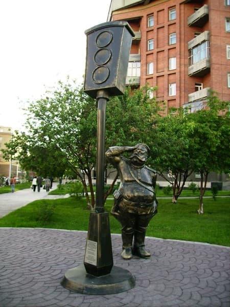 Памятник светофору Новосибирск